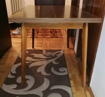 Nameštaj - Pancevo: Trpezarijski sto sa dva dodatka koji mogu da se izvlace. Braon boje