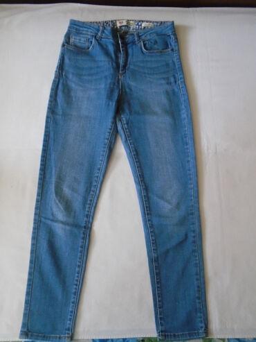 Farmerke plave - Srbija: Koton svetlije plave farmerke, high waist model. Teksas je čvršći i