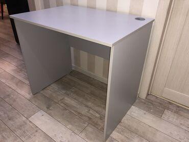 Компьютерный стол серого цвета.Размеры: 85х60х75 (Длина - Глубина -