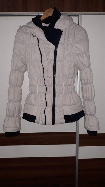 Zimska bela jakna, kao nova, ima 2 rajfišlusa, veličina M - Nis