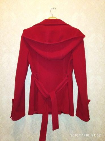Красное пальто деми производство:турция 1пуговица отсутствует в Бишкек