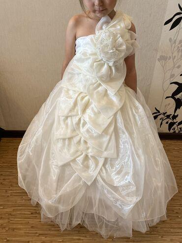 Продаётся детское платье пышное на кольцах.  Цвет Айвори На 4-6 лет Це