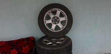 диски ауди r16 в Кыргызстан: Продаю Титановые диски с зимней резиной 70% 215/60/R16 подходят на