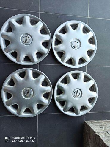 Vozila - Paracin: Na prodaju set originalnih ratkapni za Opelova vozila 15-ice. Stanje