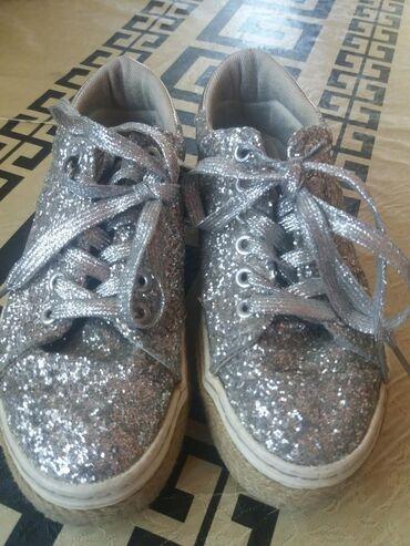 Ženska obuća | Bela Crkva: Patike/cipele sive sa sljokicama. Odlicno stanje, 38 broj