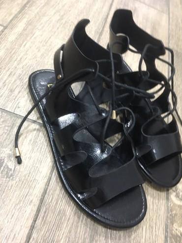 Crne sandale 36 broj iz Amerike nosene jednom - Crvenka