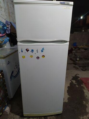 Холодильники - Кыргызстан: Б/у Двухкамерный Белый холодильник Atlant