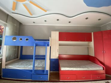 Продаю детскую Мебель Двухъярусная и кровать со шкафомВсе в общем