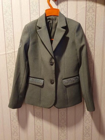 Пиджак школьный - Кыргызстан: Школьный пиджак для девочек новый 38 размер, мобильный-