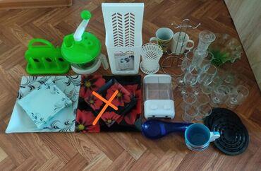 Посуда. Кухонные принадлежности. 1) Один комплект тарелок 7 шт. 2)
