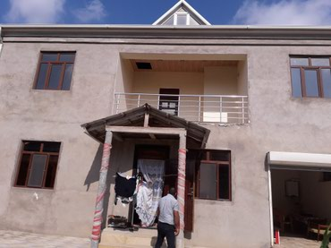 Bakı şəhərində Yeni suraxanida parkin arxasinda iki mertebeli tam temirli senedli ev