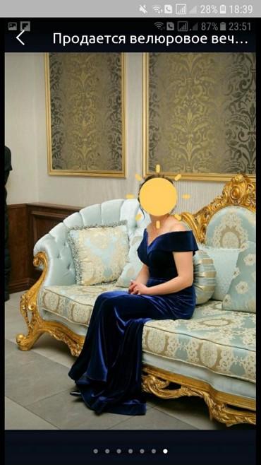 вечернее платье синий цвет в Кыргызстан: Продается велюровое вечернее платье,смотрится потрясающе, глубокий