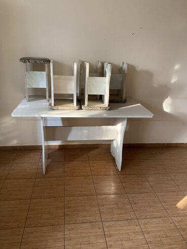 Продам большой кухонный стол с 6 табуретками. Цена за все