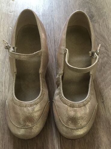 k pop танцы курсы в бишкеке in Кыргызстан   ЯЗЫКОВЫЕ КУРСЫ: Продаю туфли для танцев б/у, размер 34 в отличном состоянии 2 пары