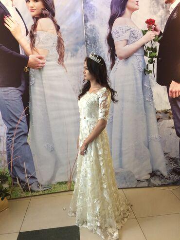 Продаю платье Невеста сшила на заказ одета на пол часа к ней входит на