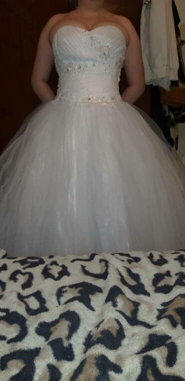 Продаю новое свадебное платье,ни разу не надевала. Купила в доме