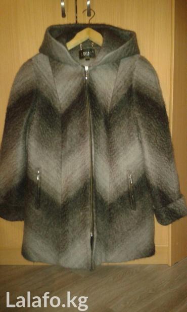 Продаю Новое женское полупальто размер 52-54 очень теплое с