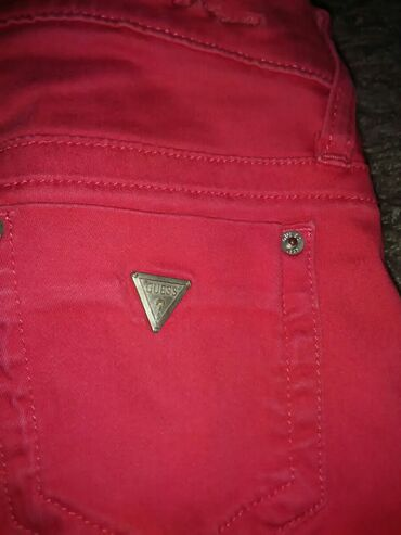 Guess-maskirne-farmerke - Srbija: Gess pantalone vel.25Prelepe,crvene,kvalitetneMale su mi,zato ih