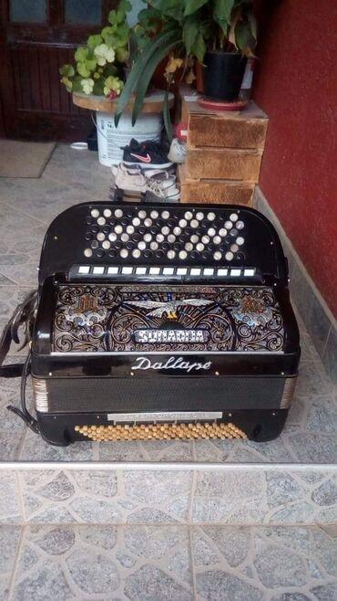 Harmonike - Srbija: Na prodaju Dalapa rucni.rad sa stradelinim tonovima 66god xarmonika je