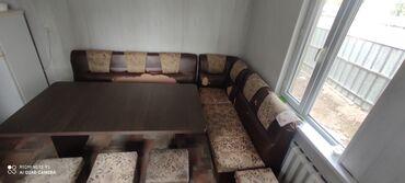 Продаю кухонный уголок со столом. Размер стола 170х90 цвет темный