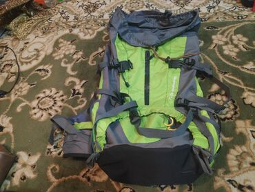 Рюкзак походный почти новый,хорошего качества,не носил лежал,Брал в