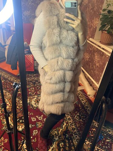 Натуральная меховая жилетка покупала за 12тыс отдам за 6,одевала ровно
