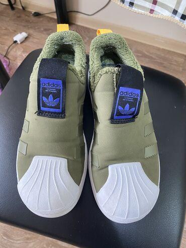 Утеплённые Сникерсы Adidas в отличном состоянии покупала в Кореи 33 р