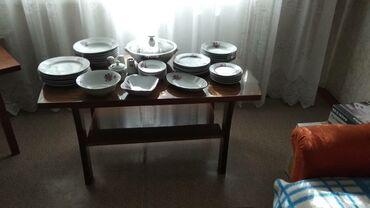 Кухонные принадлежности в Токмак: Журнальный стол-1500, тарелки по 6шт.всего 40 предметов за 2000сом