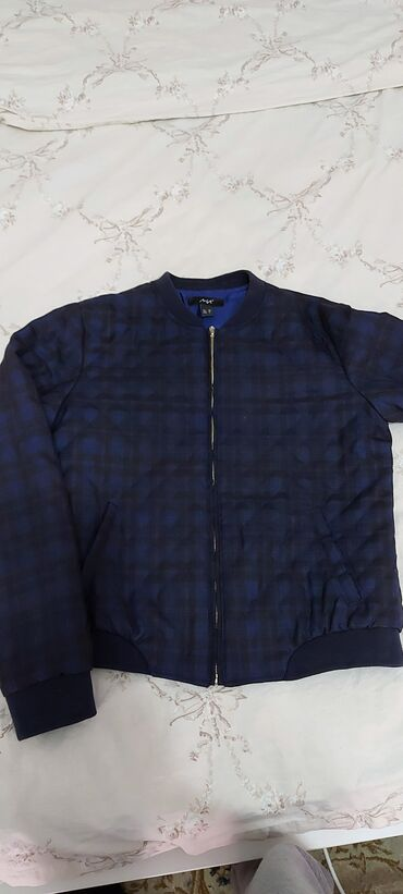 Продаю куртку в размере m б/у цена 500 сомов