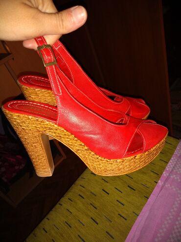 Sandale - Srbija: Kozne sandale,obuvene jednom povodom svecanosti. Preudobne,mozete mi