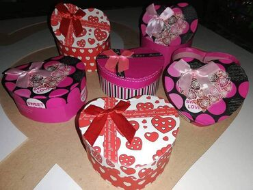 Kutija za poklone u obliku srcaUkrasna kutija za pakovanje poklona