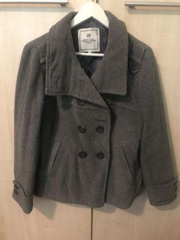 Oko stvari mix musko zenski prva klasa - Srbija: Zenski sivi kaput, kraci model, velicina 40, u dobrom stanju