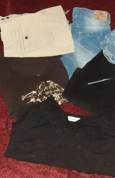 Zenske majice - Srbija: Paket ocuvane zenske garderobe, velicine S/M. Dve majice, dve suknje i