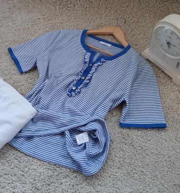 Lucia bluza, predivna puniji materijal. Veličina MNa dugmice i