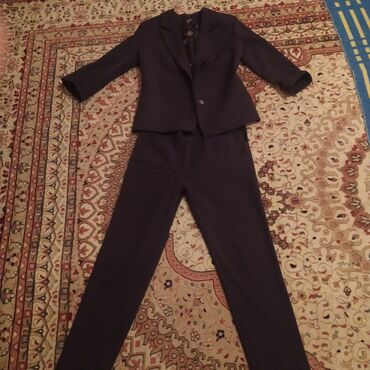 11227 объявлений: Продаётся женская одежда дёшево!!!Чёрный костюм ( размер s) 500 сом