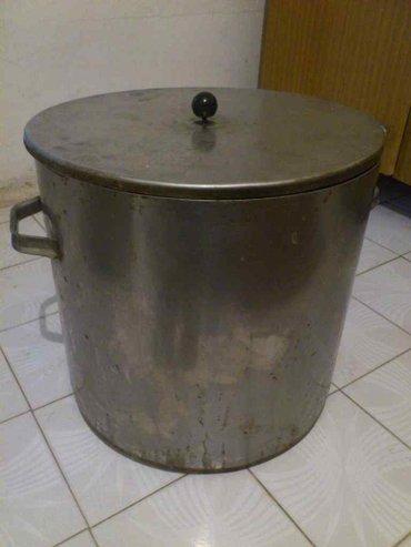 2 кастрюли - чугун, сталь. большие, можно для мини кафе, или в Бишкек