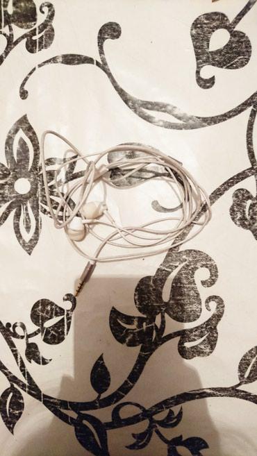 Продаю белый вакумный наушник в Бишкек