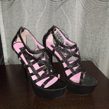 черные-женские-туфли в Кыргызстан: Продаю туфли. Размер 38-39. Высокая устойчивая шпилька. Одевались два