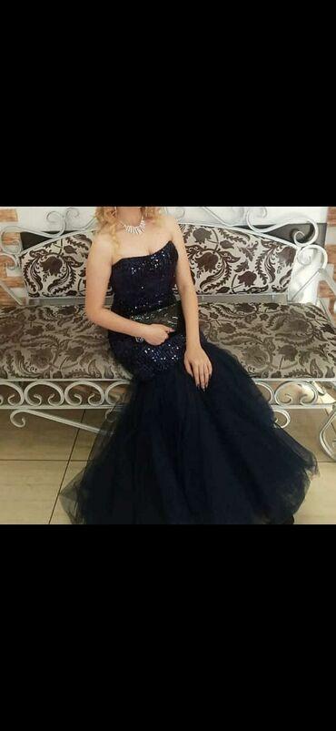 Продаю вечернее платье. В хорошем состоянии. Размер 42-44. Цена