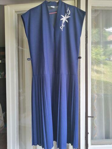 Nova haljina, nikada nosena.Fali joj kais, mada se moze staviti i neki