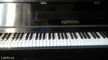 Bakı şəhərində продаётся пианино чёрное Украина. Торг уместен.