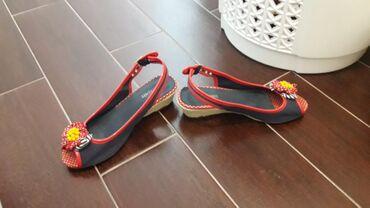 Ženska obuća | Ub: Zenske sandale Differente broj 39. Ocuvane, bez ostecenja