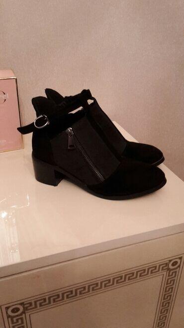 Продаю 2 пары обуви всего за 900 сом хорошее состояние носила 2 раза