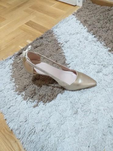 Ženska obuća | Odzaci: Salonke nove, zlatne boje  broj 40