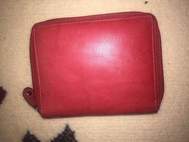 Novčanik crveni,malo nosen,očuvan