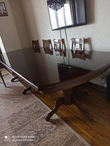 Продам большой стол с девятью стульями для гостинной. Размер 3х1,2