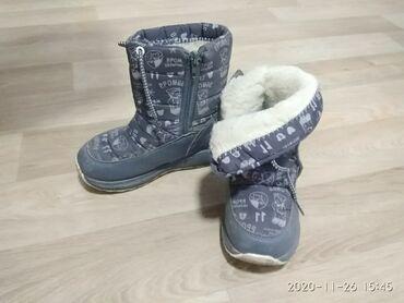 Зимние сапоги 30 размер 3-4 годика смотря какая ножка можно и на 5 лет