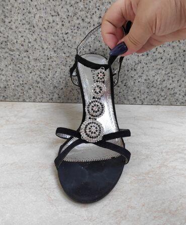 Продам 3 пары обуви 40 размера, на широкую ногу и высокий подъем) по