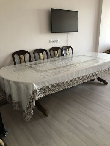 Срочно продаём стол из дерева. Длина 3м ширина 1м. Состояние