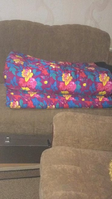 раскрой одеяла в Кыргызстан: Одеяла ватные в отличном состоянииОдеяла цветные двухспальные Бежевое